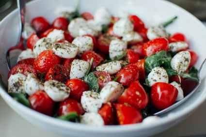 food mozzarella tomatoes tomato